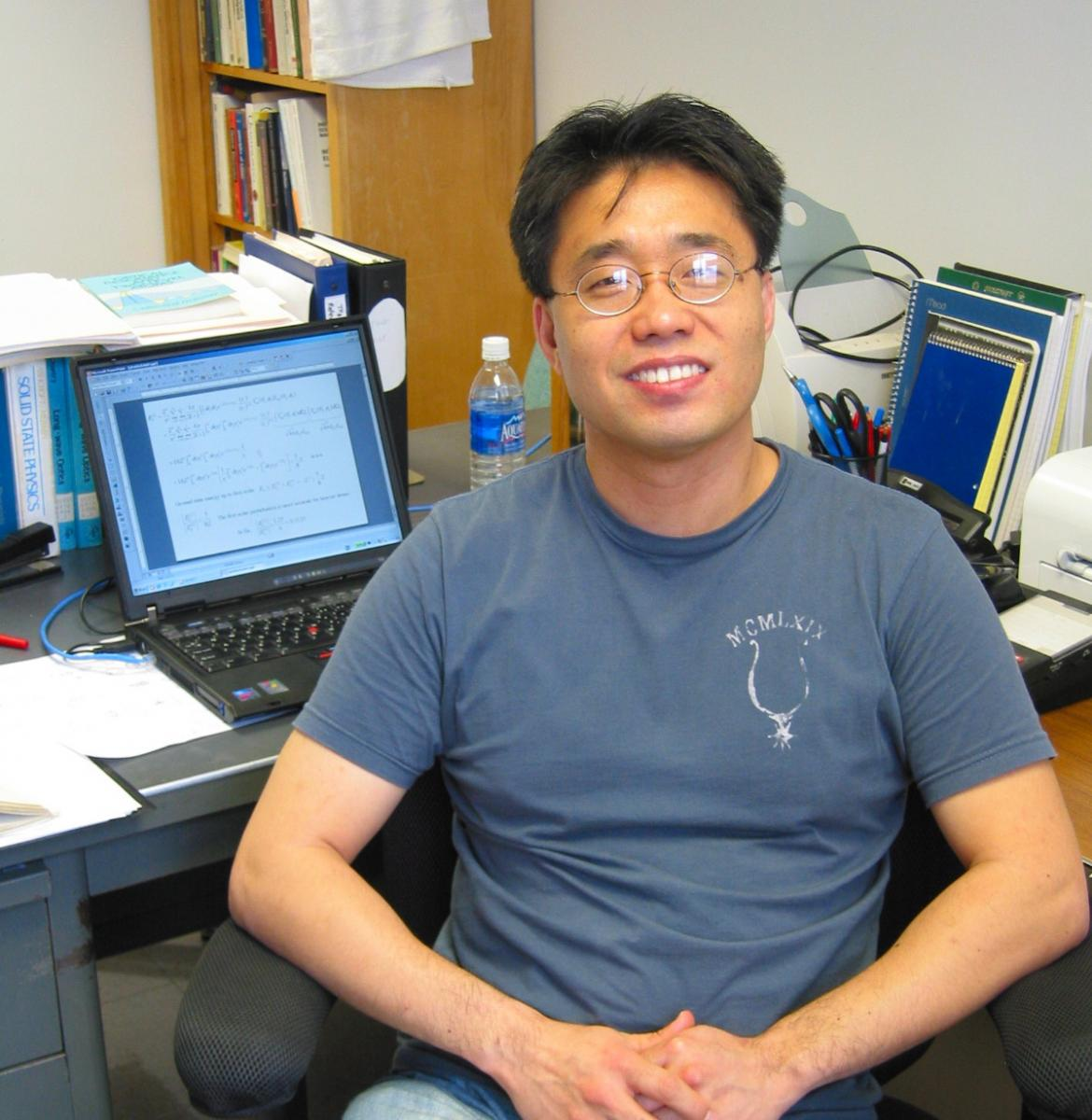 Dr. Yun-Shik Lee picture